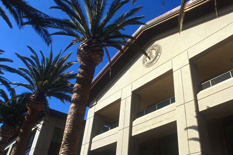 Stanford University Medical Center >> Alumni | Facts 2019